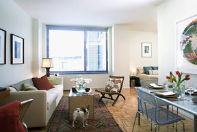 Ample windows offer plenty of light and Chelsea views.