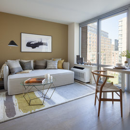 Floor-to-ceiling windows with sweeping views of the Hudson River, Roosevelt Island parks and the Queensboro Bridge.