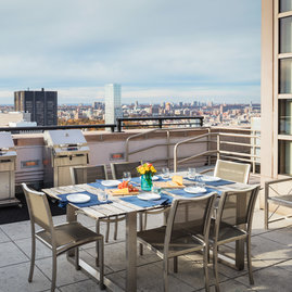 Enjoy jaw-dropping views from the landscaped rooftop sun terrace, complete with BBQ grills and outdoor furniture.